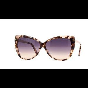 3defca903e Tom Ford Accessories - Tom Ford Reveka TF512 55B Havana Sunglasses NWT